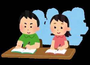塾で勉強している人の画像